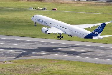 Ve Francii poprvé vzlétl konkurent dreamlineru – Airbus A350