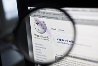 Wikipedie slaví dvacet let. Je milována, cenzurována a má i vlastní planetu