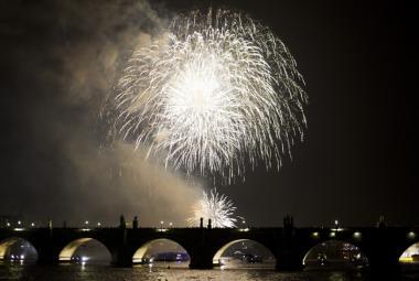 Novoroční ohňostroj už nebude děsit labutě, přesune se na Letnou