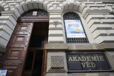 Tři čeští vědci dostali velkorysý grant. Na výzkum mohou použít až 30 milionů
