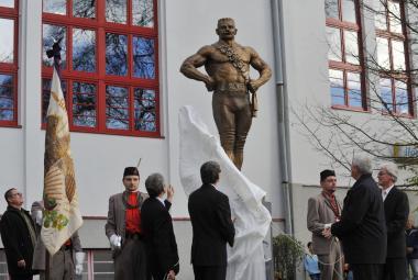 Legendární zápasník Frištenský má v Litovli bronzovou sochu
