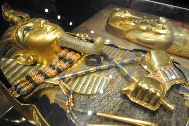 Konec záhady. Tutanchamona zabil kočár, mumie pak ohořela