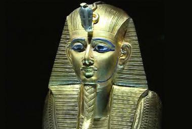 Tutanchamon zemřel podle testů DNA na sněť ze zlomeniny