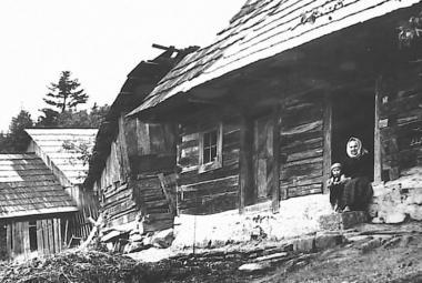 Tragédie vypálení obce Ploština na konci války je stále živá