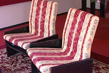 Pro výstavu o Ještědu daroval vlastník hotelu původní nábytek