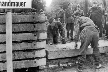 Berlínská zeď - za noc vyrostla, za noc spadla