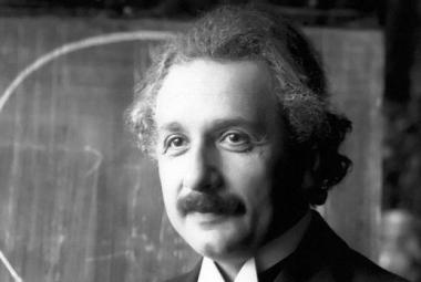 Einstein je on-line