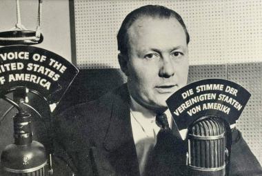 Hlas Ameriky začal vysílat původně pro lidi ve válečné Evropě