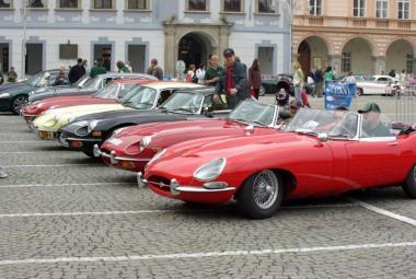 Automobiloví nadšenci oslaví 50 let Jaguaru E-type