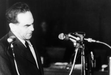 Historik: Záznam procesu se Slánským neměl skončit v soukromých rukou, je třeba to vyšetřit