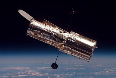 Hubbleův teleskop byl vynesen na oběžnou dráhu