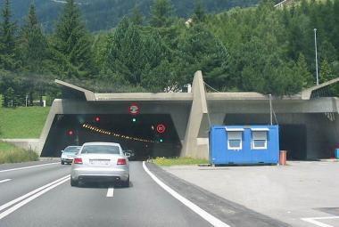 Gotthardský tunel je třetím nejdelším silničním tunelem světa