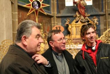 """Arcibiskup Duka ve """"své"""" katedrále objevil Santiniho jazyk"""