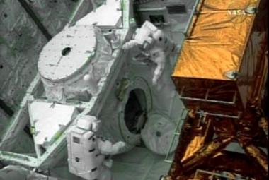 """Astronauti dnes potřetí opravují """"Hubblea"""""""