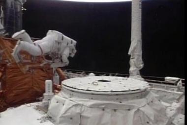 Oprava Hubbleova teleskopu skončila úspěšně