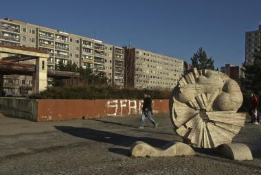 Předrevoluční sochy a plastiky ve veřejném prostoru