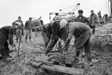 Červnová povodeň roku 1970 zatopila důl, zbořila domy a vzala 35 životů