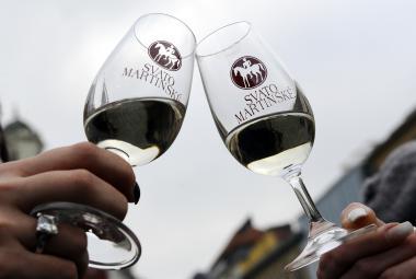 Na trh by mohlo dorazit dva a půl milionu lahví Svatomartinského vína