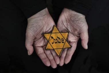 Šoa jako žár, ze kterého mrazí. Svět si připomíná oběti holocaustu