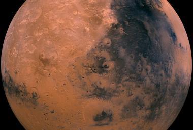 Čínská sonda se dostala na oběžnou dráhu Marsu. Na planetu vyšle vozítko
