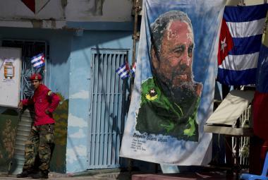 Konec jedné éry. Smrt diktátora doprovází smutek i nadšení