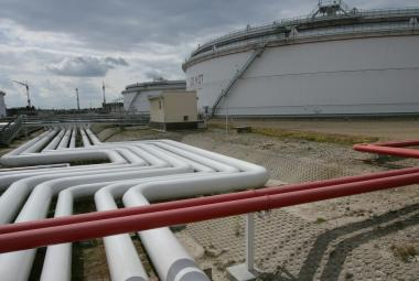 Nádrže na skladování ropy společnosti Mero v Nelahozevsi