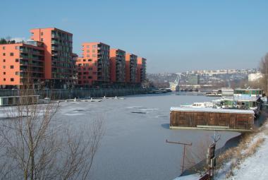 Kolik stojí byty a domy v krajích? Ceny šponuje Praha, levná je Ostrava
