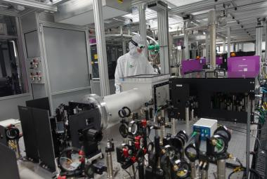 Nejsilnější laser světa stojí v Česku. Začínají na něm první experimenty