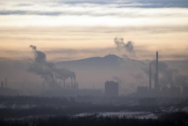 Smog dusí Česko. V centru pozornosti už není průmysl, ale doprava