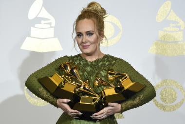 Adele královnou Grammy, získala pět cen