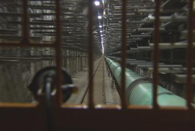 Pod Vltavou vzniká kolektor, odlehčí Hlávkovu mostu. Ten pak čeká rekonstrukce
