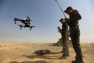 Jak zničit drony v rukou islamistů? Využívají se laserové paprsky i elektromagnetické zbraně