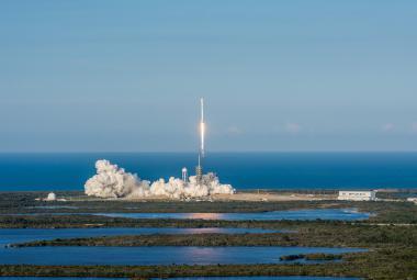 """Do vesmíru poprvé odstartovala """"recyklovaná"""" raketa, a úspěšně přistála"""