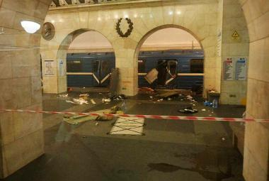 Útok v petrohradském metru: jedenáct mrtvých a výjimečný stav