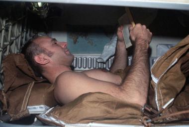 Téměř půl milionu za dva měsíce ležení v posteli. Francouzští vědci nabízí práci snů