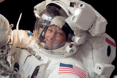 Rekordních 534 dnů v kosmu. Astronautka Whitsonová si prodloužila pobyt na ISS