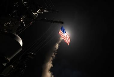 Spojené státy vypálily střely z lodí z východního Středomoří