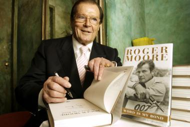 Zemřel herec Roger Moore, jeden z Jamesů Bondů