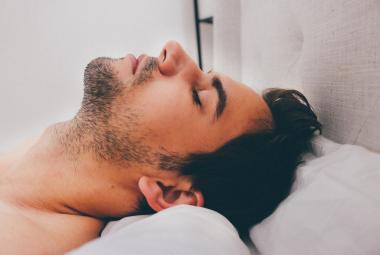 Nejsou to jen divoké sny. Čeští vědci zkoumají nebezpečnou poruchu, při které sebou člověk ve spánku trhá