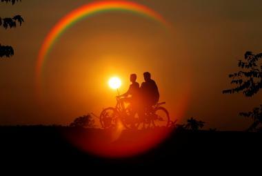 Historie jízdního kola se začala psát v roce 1817, když Karl Drais vynalezl tzv. drezínu, která fungovala na principu dnešního dětského odrážedla. Měla řiditelné přední kolo a jezdec se odrážel od země nohama.