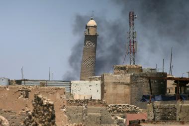 Nakloněný minaret v Mosulu. Archivní snímek