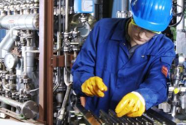 Pracovník v chemickém závodě