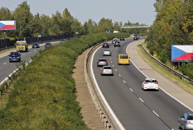 Začal platit zákaz billboardů u dálnic. Zmizet by jich mělo na tři tisíce