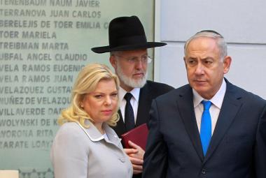 Benjamin Netanjahu (vlevo) s manželkou Sárou na návštěvě v Argentině