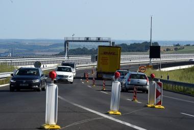 Na dopravní stavby možná nebude dost peněz. Ministr si proto chce půjčit