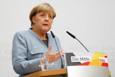 Merkelová bude o vládě jednat s FDP a Zelenými. Nevyhýbá se ani Schulzově SPD