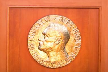 Vyhlašování Nobelových cen je tady. Letos laureáti dostanou odměnu 21 milionů korun