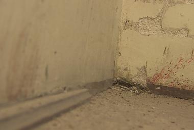 Krev na stěnách bývalé věznice na Cejlu může být stopou výslechů vězňů z 50. let