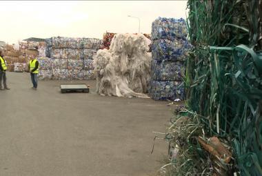 Tříděné plasty se kupí ve sběrných dvorech, do Číny už se vyvážet nemohou