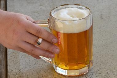 Alkohol poškozuje kmenové buňky, může to vést k rakovině, varuje nová studie